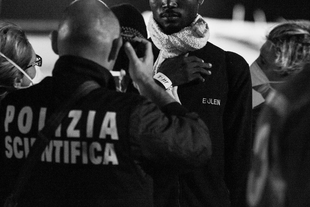 Geflüchtete bei der Ankunft in Italien
